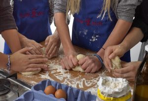 Backen in der Kinderkochschule